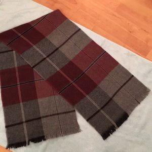 Classy vintage wool scarf.  🧣warm!!!